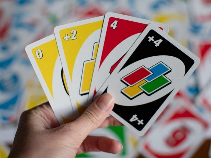 Giữ lại Wild?Draw 4 Wild card càng lâu càng tốt