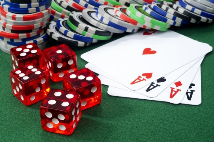 Không nên vay nặng lãi, cầm cố tài sản để chơi cờ bạc