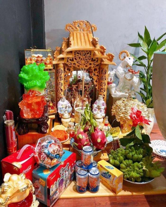 Theo các chuyên gia phong thủy, nên đặt bàn thờ Thần Tài, Thổ Địa theo hướng tốt của chủ nhà