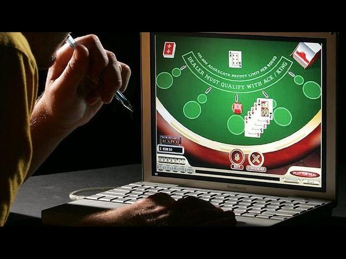 Những câu nói hay về chồng cờ bạc nổi tiếng