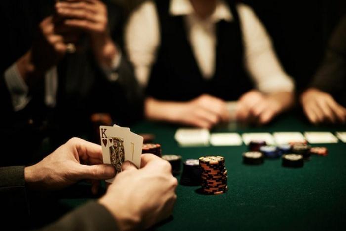 Tục ngữ liên quan đến chồng cờ bạc