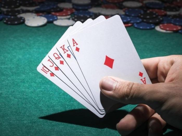 Ca dao liên quan đến chồng cờ bạc
